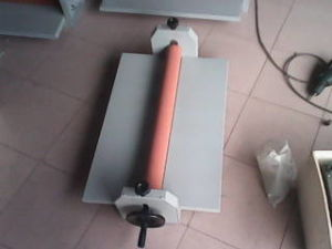 Professional Manufacturer Manual Cold Laminator (LBS650) pictures & photos
