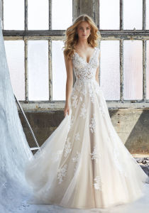 Tulle Appliqued Bridal Gown Cream Lace Beach Traveling Garden Wedding Dresses W16251 pictures & photos