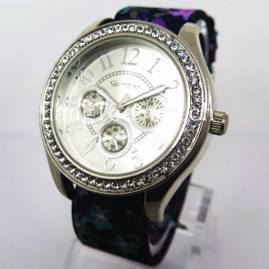 Alloy Diamond Case Watch Nylon Strap Cheap Fashion Quartz Watch (HL-CD020) pictures & photos