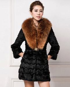 Women′s 100% Real Rabbit Fur Coat with Super Big Raccoon Fur Collar pictures & photos