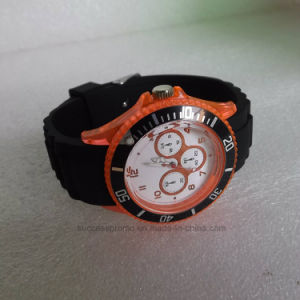 Colorful Fashion Analog Quartz Silicone Watch for Men pictures & photos