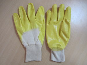 Cotton Interlock Glove with Nitrile Coating pictures & photos