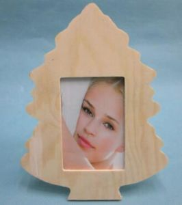 Nature Maple Leaf Shape Wooden Frame pictures & photos