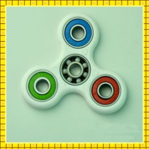 Paypal Accept Durable EDC 608 Bearing Speed Tri Fidget Toy Finger Spinner pictures & photos