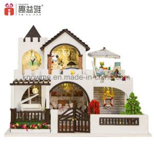 2017 Kid Intellectual Toy DIY Wooden Doll Hosue pictures & photos