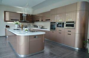 Champagne Color Metallic Lacquer Arc Shape Design Modern Kitchen Cabinet pictures & photos