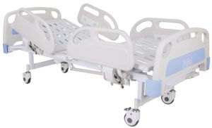 CE Certificate Two Cranks Manual Hospital Bed (SK-MB109) pictures & photos
