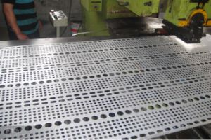 Stainless Steel Sheet /Decorative Perforated Metal (XM45) pictures & photos