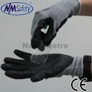 Nmsafety Hppe Liner Coated Nitrile Cut Resistant Wok Glove pictures & photos