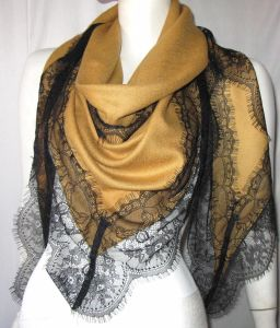 Wool Twill Shawl Lace Trimed Triangle Shawl pictures & photos