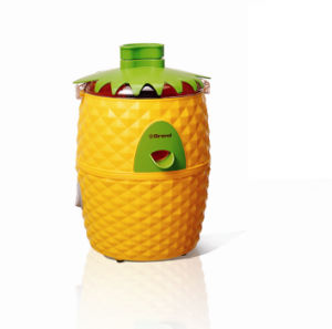 Geuwa Eye-Catching Pineapple Shape Electric Fruit Juicer J21 pictures & photos