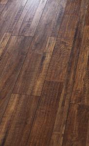 Laminate Floor HDF E1 Embossed-in-Register (EIR) pictures & photos