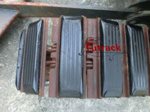 250 Excavator Pads or Rubber Pads pictures & photos