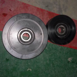 Rubber Track with 320mm Width for Snow Use, with Customized Wheels pictures & photos