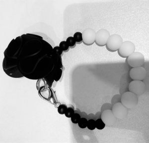 Hight Level Fashion Beautiful Silicone Bead Bracelet pictures & photos