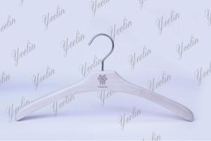 Guangxi Luxury Wood Hanger with Logo Ylwd253W-Wht1 for Supermarket, Wholesaler pictures & photos