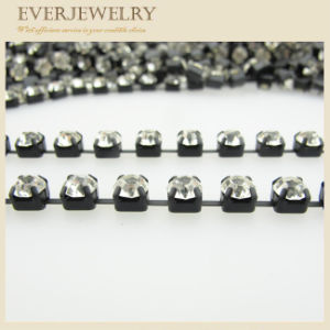 Crystal Rhinestone Crystal Cup Chain 4mm in Roll for Decoration pictures & photos