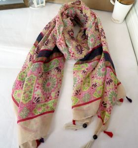 Women Fashionable Printed Cheap Promotional Silk Scarf pictures & photos
