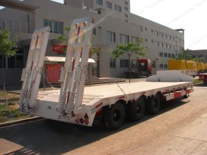 3 Axles 13m Length 60tons Gooseneck Low Bed/Lowboy Trailer for Sale pictures & photos