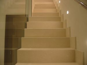 Natural Golden White Grey Mocha Limestone for Stairs Treads Handrails Baluster pictures & photos