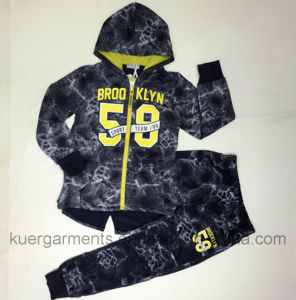 Boy Hoodies Boy Sports Suit in Kids Clothes pictures & photos