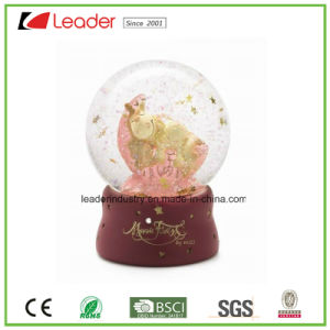 Hand-Painted Resin Water Globe with Deer Figurine for Christmas Gift and Home Decoration pictures & photos