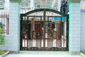 Haohan High-Quality Exterior Security Decorative Wrought Iron Fence Door 16 pictures & photos