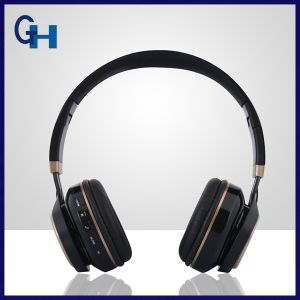Promotional Christmas Gift Foldable Stereo Bluetooth Headset with MP3 Player pictures & photos