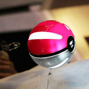 10000mAh External Battery Pokeball Power Source/Bank with Pokemon Go Design/Flashlight pictures & photos