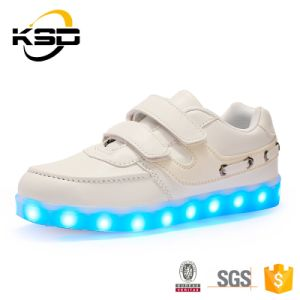 2016 New Style USB Charging Kids LED Comfort Running Shoes pictures & photos