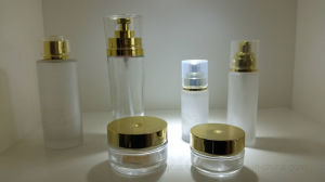 The Gold Bottle Caps with Transparency Glass Bottle Qf-049 pictures & photos