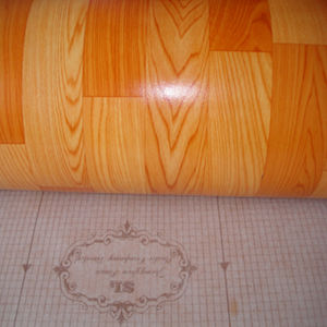 Vinyl Flooring/PVC Vinyl Sheet in Rolls pictures & photos