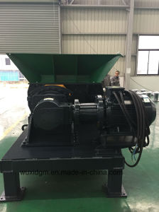 High Efficiency Heavy Duty Twin Shaft Shredder for Tires pictures & photos