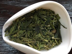 China Tea Organic Dragonwell Chinese Green Tea pictures & photos