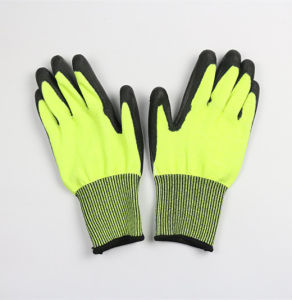 13guage Good Qaulity Nylon Liner Nitrile Coated Work Gloves pictures & photos