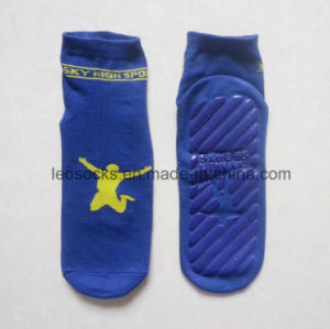 High Quality Non-Skid Trampoline Socks Indoor Jumping Sock pictures & photos