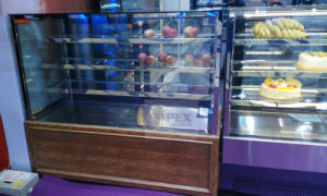 Stainless Steel High Quality Deli Cake Showcase Display Cooler with LED Display pictures & photos