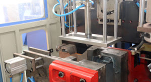 5L PE Extrusion Bottle Blowing Machine Supplier pictures & photos