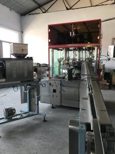 Automatic Tube Neck Injection Machine pictures & photos