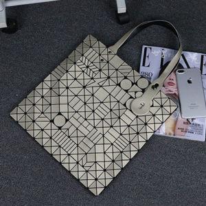 Matt Gold Geometric Patterns PU Women Bag (A0119-3) pictures & photos