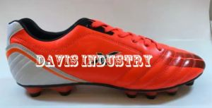 Men′s Classical Soccer Shoes pictures & photos