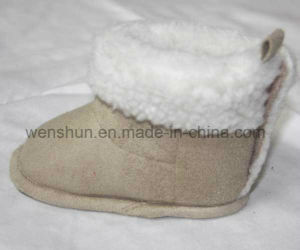 Lovely Heart Simple Designs Baby Boots pictures & photos