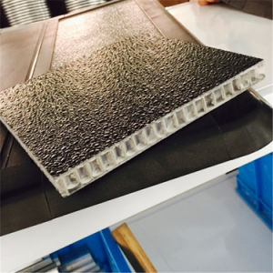 Embossed Fiberglass Honeycomb Sandwich Panel for Pick-up Tonneau Cover pictures & photos