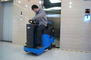Compact Automatic Commercial Ce Ride-on Scrubber Dryer pictures & photos