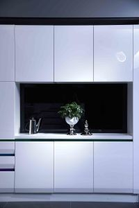 Welbom High Gloss White Dinner Cabinet Kitchen Cupboard pictures & photos