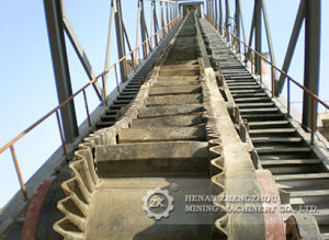 Reliable Operation Large Angle Belt Conveyor System pictures & photos