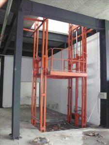 Vertical Hydraulic Cargo Platform Lift pictures & photos