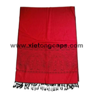 2017 Ladies Red Fashion Style Soft 100% Acrylic Jacquard Scarf pictures & photos