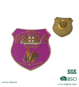 Custom Golden Metal Shield Badge for Club Emblem pictures & photos