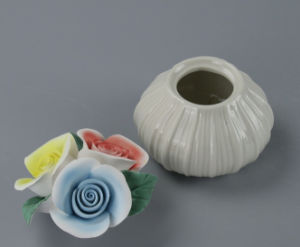 Incense Burners & Perfume Bottle with Ceramic Flower Cup for Decoration pictures & photos